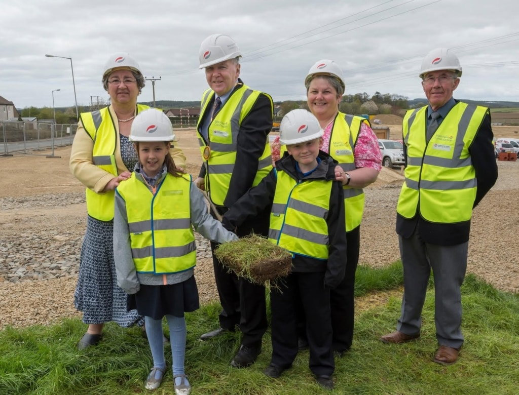 Aberdeenshire Provost Hamish Vernal with Sangster and Blair McRae of Markethill Primary School cutting the turf with Turriff Councillors, Sandy Duncan, Alisan Norrie & Anne Robertson
